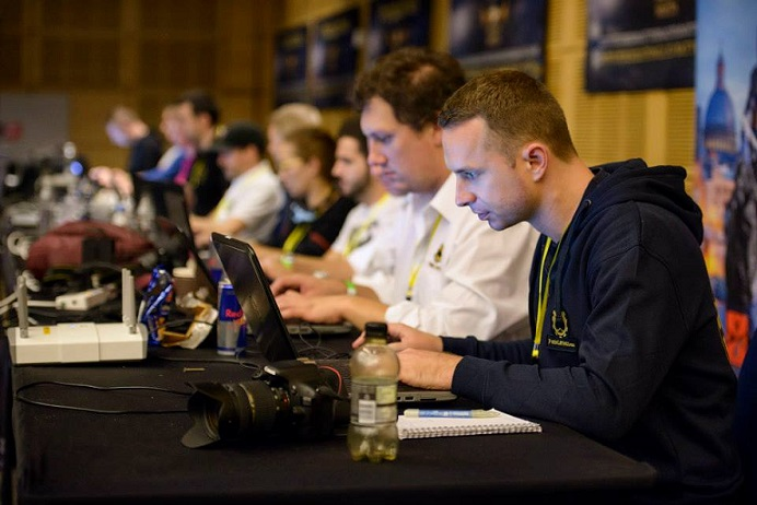 Lars Liedtke und das PokerListings Team bei der Arbeit