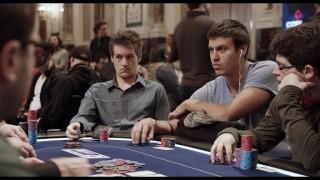 """Kilian Kramer bei einer Szene der Poker-Doku """"In der Schwebe""""."""