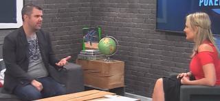 Kommentatoren auf der Couch: Eric Danis und Laura Cornelius