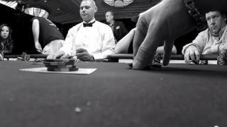 Mike verlässt entnervt den Tisch1