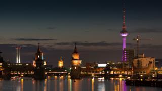 Oberbaumbrücke mit Fernsehturm im Hintergrund