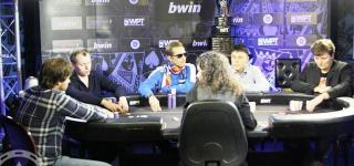 assets/photos/_resampled/croppedimage320150-wpt-prague-final-table.jpg